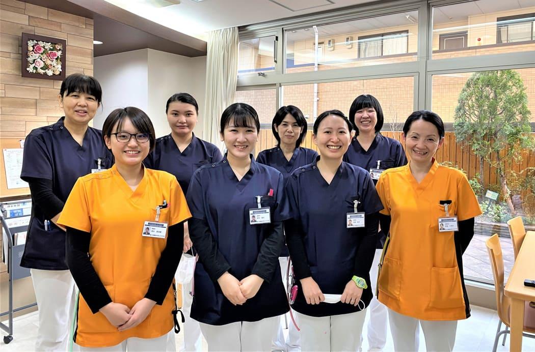 夜勤の看護師ユニフォーム